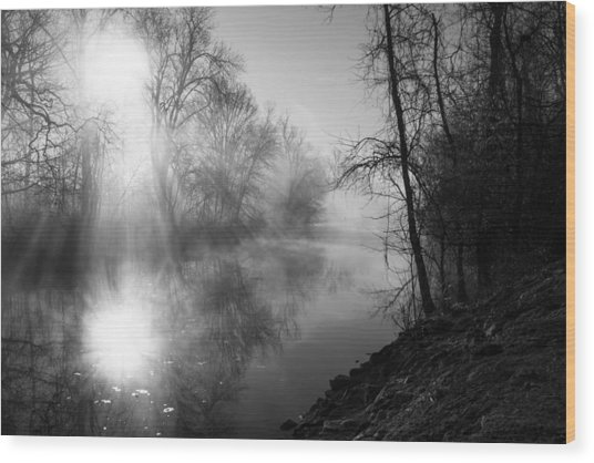 Foggy Misty Morning Sunrise On James River Wood Print