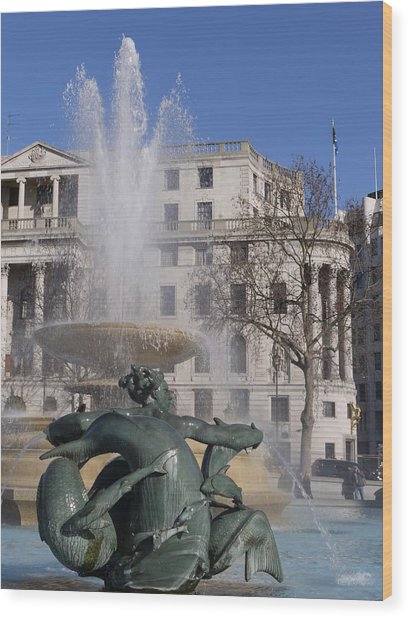 Fountains In Trafalgar Square Wood Print