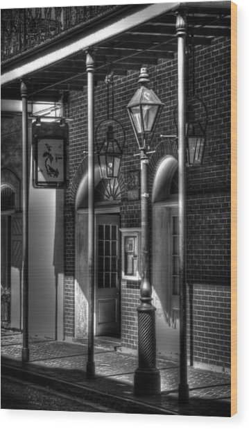 French Quarter Street Lamp In Black And White Wood Print