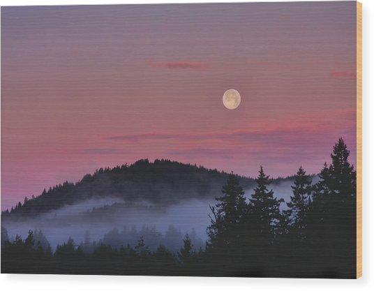 Full Moon At Dawn Wood Print