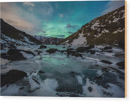 Gale-force Aurora H Wood Print