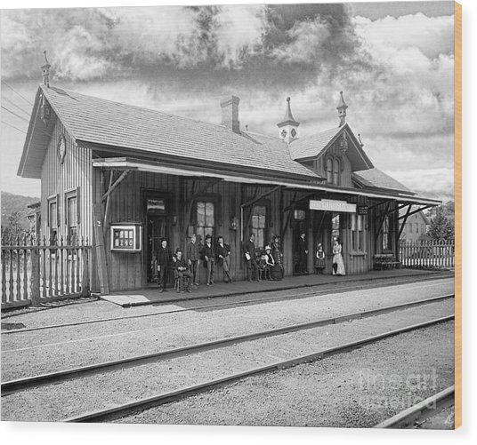 Garrison Train Station In Black And White Wood Print