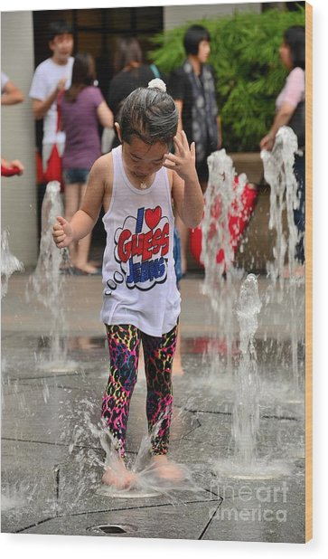 Girl Child Plays With Water At Fountain Singapore Wood Print