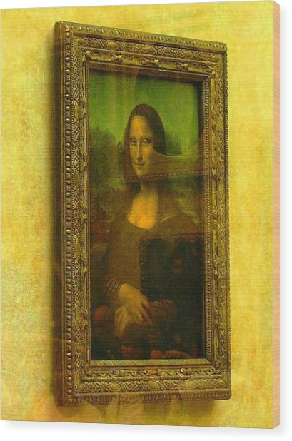 Glance At Mona Lisa Wood Print