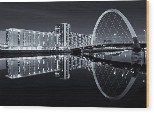 Glasgow In Black And White Wood Print