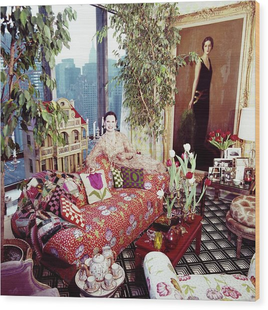Gloria Vanderbilt In Her Living Room Wood Print