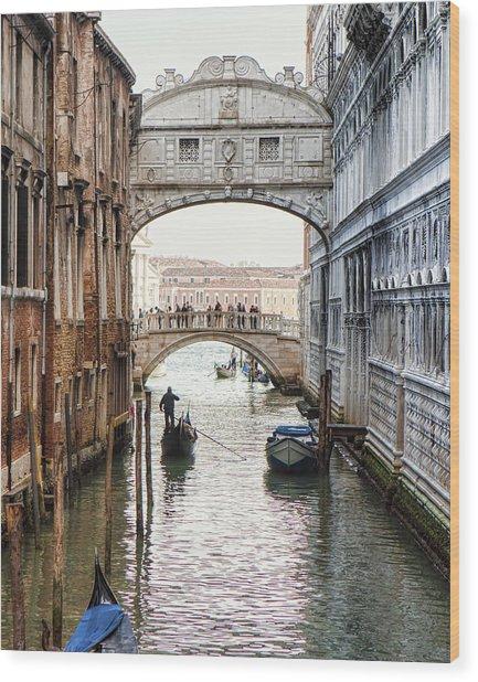 Gondolas Under Bridge Of Sighs Wood Print