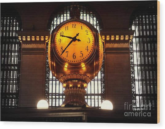 Grand Old Clock At Grand Central Station - Front Wood Print