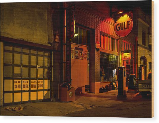 Gulf Oil Vintage Night Time Horizontal Wood Print