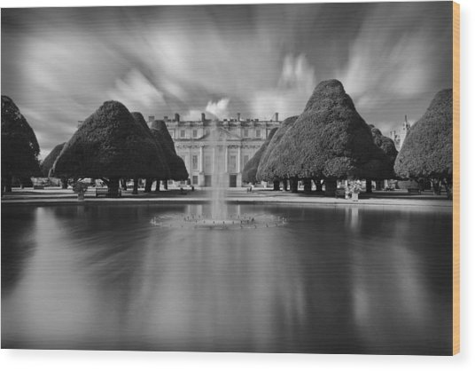 Hampton Court Palace Wood Print