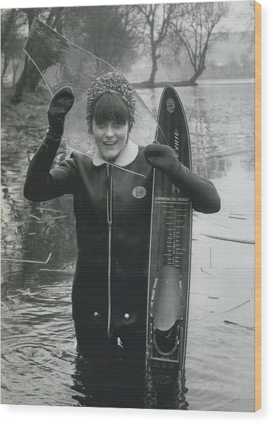 Hardy Jeannette Breaks The Ice At Rickmansworth Aquadrome Wood Print by Retro Images Archive