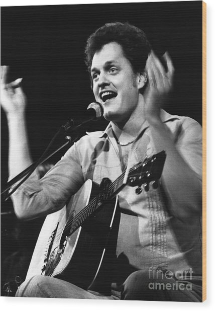 Harry Chapin 1977 Wood Print by Chris Walter