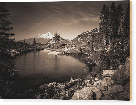 Heart Lake And Mt Shasta Wood Print