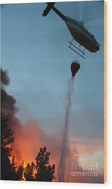 Helicopter Drops Water On White Draw Fire Wood Print