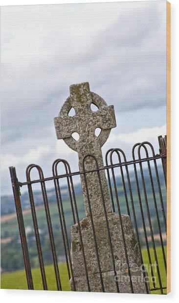Hill Of Tara Celtic Cross Wood Print