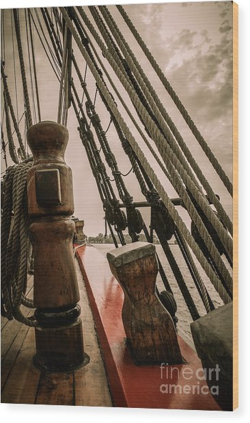 Hms Bounty Starboard To Bow I Wood Print