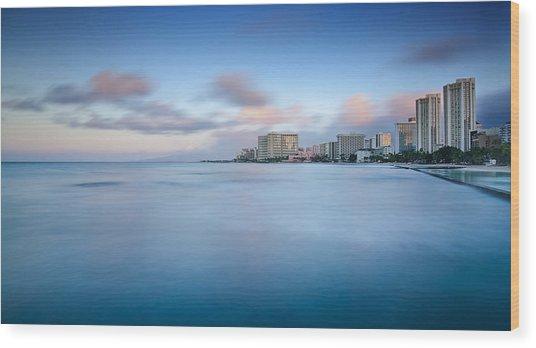Honolulu Waikiki Early Morning Wood Print by Tin Lung Chao