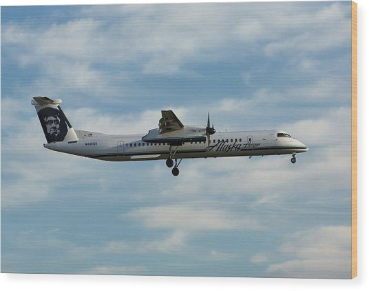 Horizon Airlines Q-400 Approach Wood Print