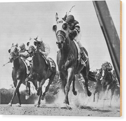 Horse Racing At Belmont Park Wood Print