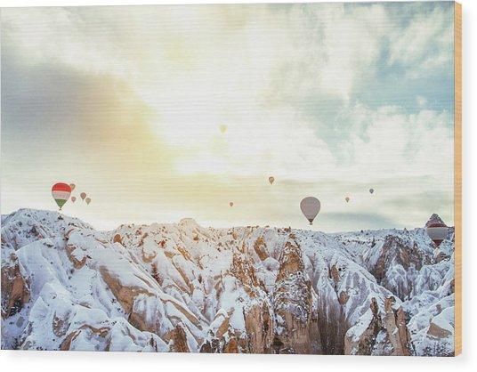 Hot Balloon In The Morning Wood Print by Shan.shihan