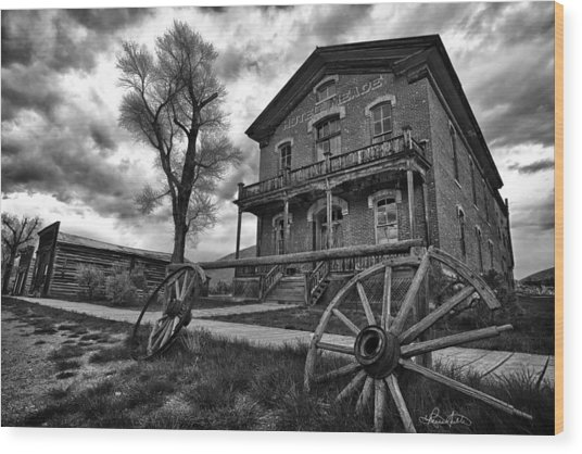 Hotel Meade - Black And White Wood Print