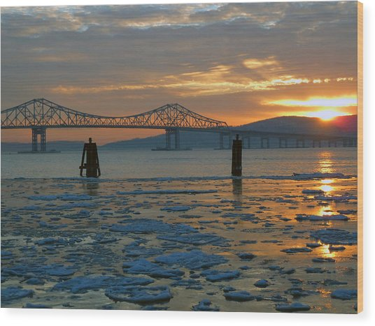 Hudson River Icey Sunset Wood Print