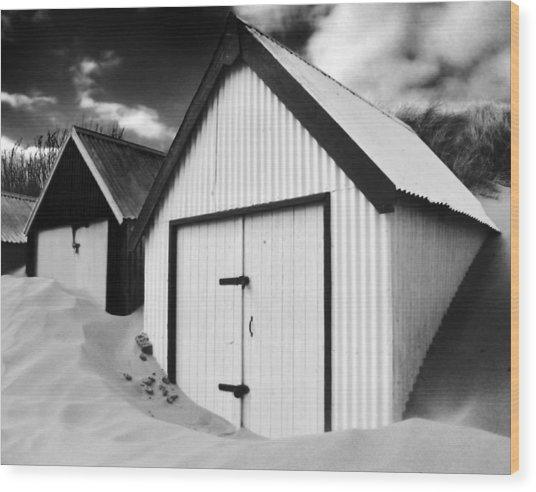 Huts In Sand Wood Print