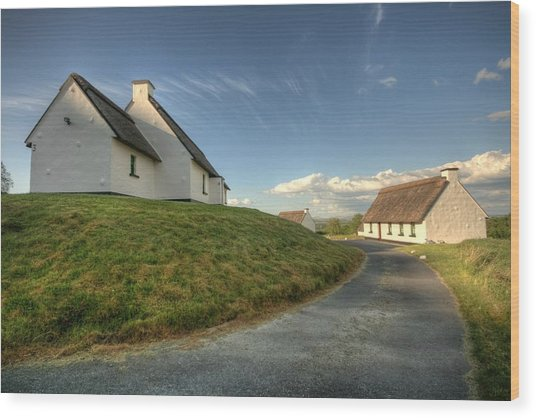 Inchiquin Cottages Wood Print by John Quinn