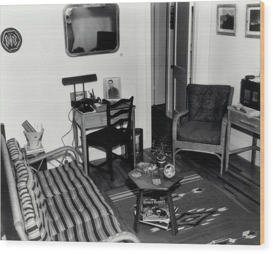 Interior Of Typical House Wood Print by Los Alamos National Laboratory/science Photo Library