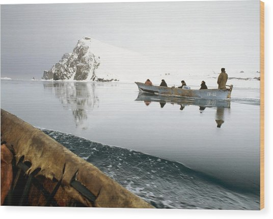 Inuit Sea Hunters Wood Print by Science Photo Library