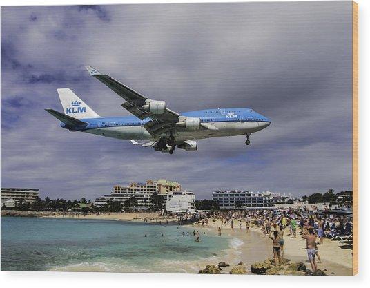 K L M Landing At St. Maarten Wood Print