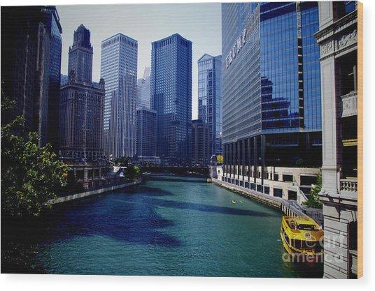 Kayaks On The Chicago River Wood Print