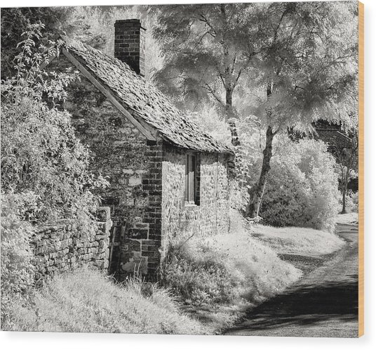 Kelmscott Cottage Wood Print