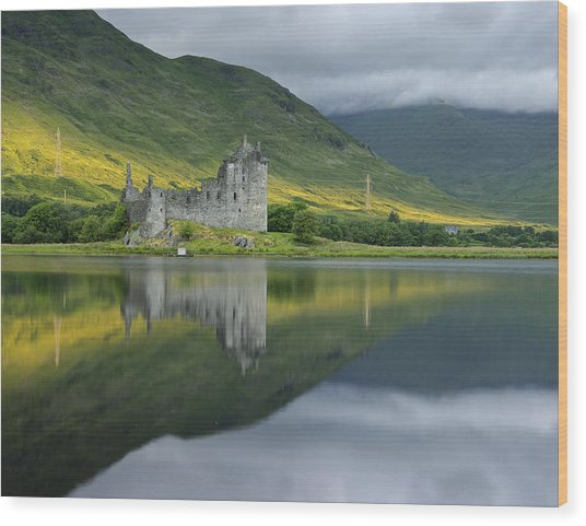 Kilchurn Castle At Sunrise Wood Print