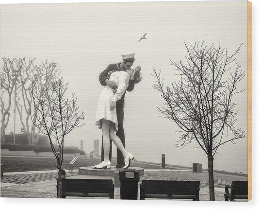 Kissing In The Fog Wood Print