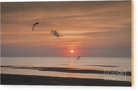 Kiteboarding At Sunset Wood Print by Tammy Smith