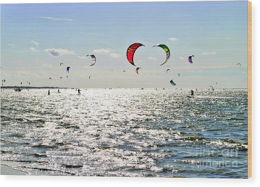 Kitesurfing In The Sun Wood Print
