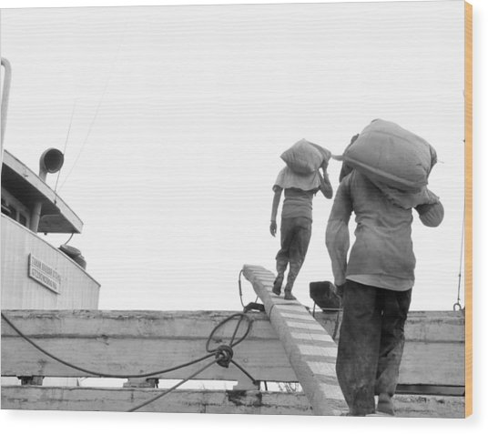 Kuli Pelabuhan Wood Print by Achmad Bachtiar