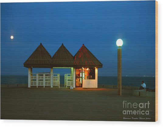Kuwaiti Pier Snack Bar At Dusk Wood Print by Lawrence Costales