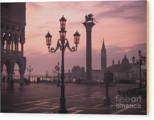 Lamppost Of Venice Wood Print