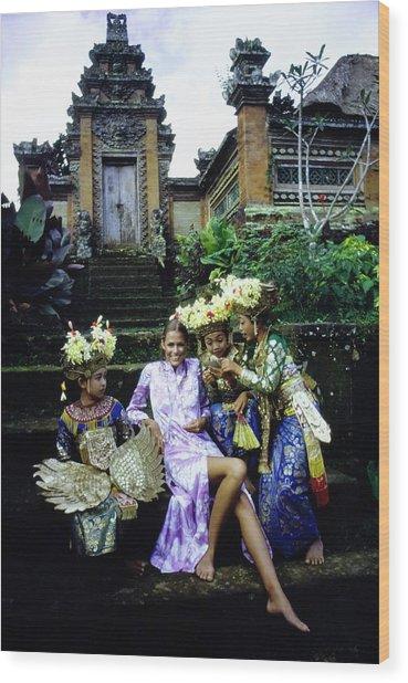 Lauren Hutton Wearing A Floral Dress Wood Print by Arnaud de Rosnay