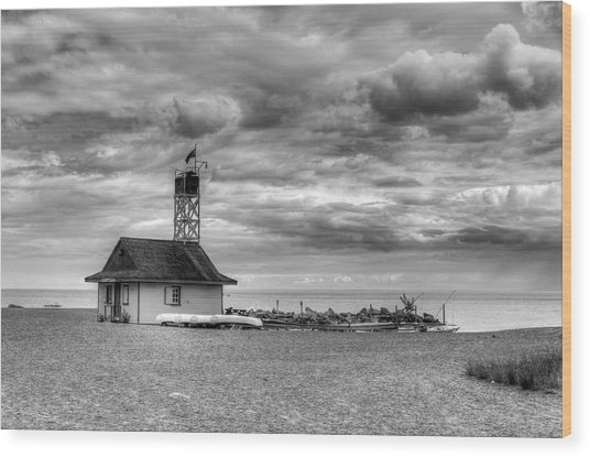 Leuty Lifeguard Station Wood Print