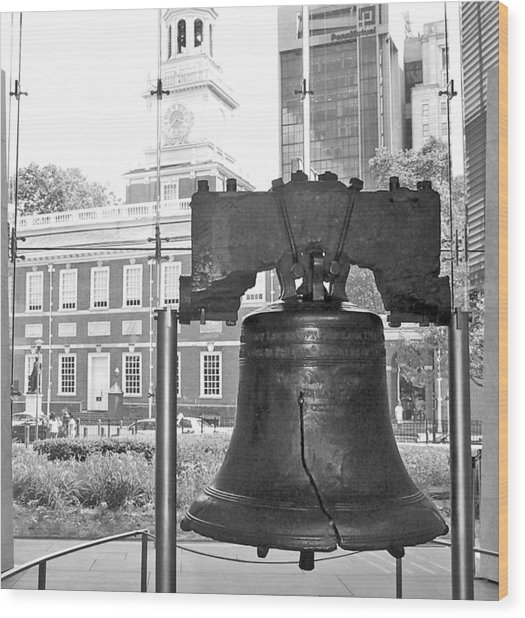 Liberty Bell And Independence Hall Bw Wood Print
