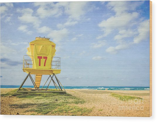 Lifeguard Tower At The Beach Wood Print