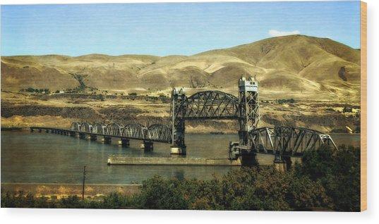 Lift Bridge Over The Columbia River Wood Print