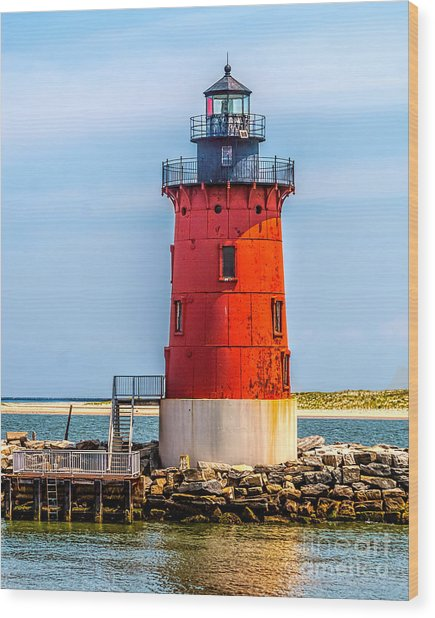 Lighthouse At The Delaware Breakwater Wood Print