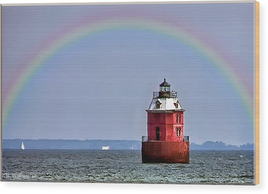Lighthouse On The Bay Wood Print