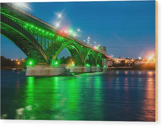 Lighting Up The Waters Of The Niagara River Wood Print