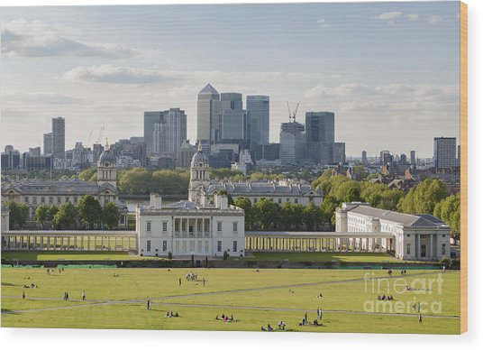 London View From Greenwich Wood Print by Roberto Morgenthaler