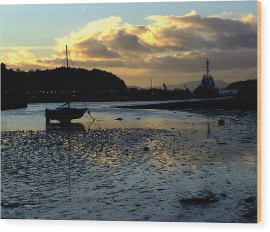 Low Tide On The Harbour Wood Print